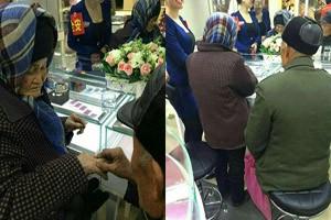Cụ ông 70 tuổi mua nhẫn kim cương tặng vợ bằng tiền nhặt rác