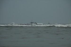 Cứu 6 thuyền viên trên tàu hàng bị chìm ở cảng Cửa Việt