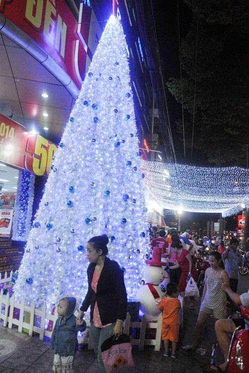 """Ngắm những cây thông """"khủng"""" nhất mùa Giáng sinh 2014 - 1"""
