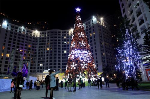 """Ngắm những cây thông """"khủng"""" nhất mùa Giáng sinh 2014 - 8"""
