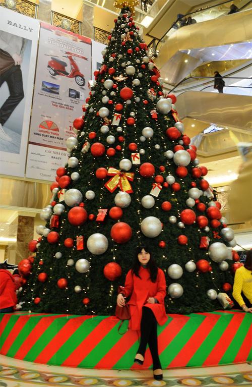 """Ngắm những cây thông """"khủng"""" nhất mùa Giáng sinh 2014 - 16"""