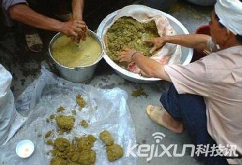 Lạ lùng món... lẩu phân bò ở Trung Quốc - 8