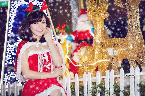"""""""Chị Kính Hồng"""" xinh đẹp hóa thân thành công chúa tuyết"""
