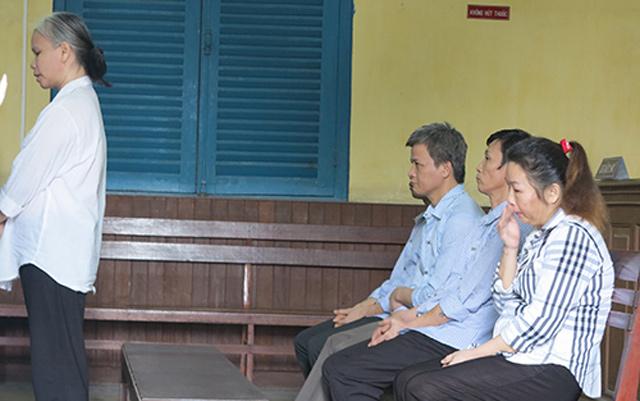 Đường dây mua bán trẻ em rúng động TPHCM lĩnh 60 năm tù - 1