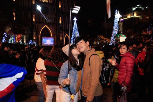 Các cặp đôi lãng mạn trong đêm Giáng sinh