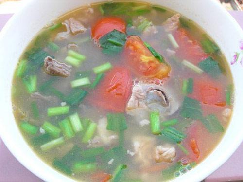 Chinh phục cả nhà với món canh sườn nấu me chua - 1