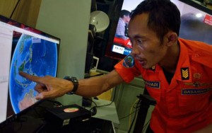 Indonesia tạm ngừng tìm kiếm máy bay mất tích