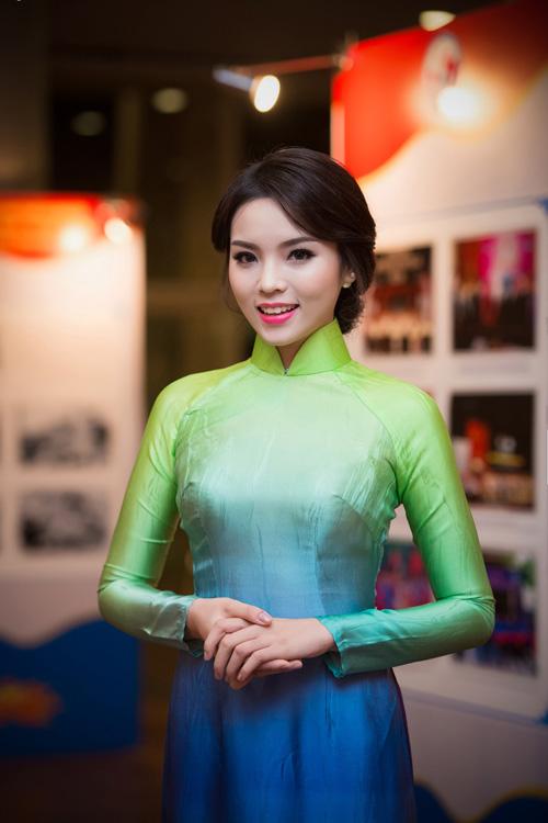 Hoa hậu Kỳ Duyên nhí nhảnh bên chân dài Thanh Hằng - 1