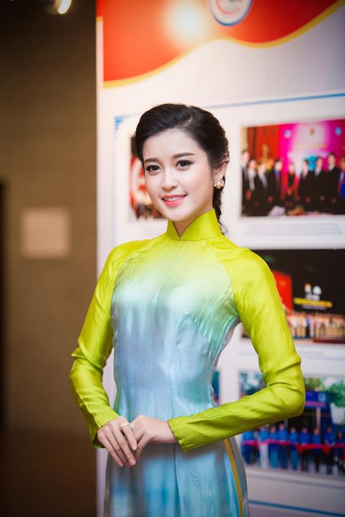 Hoa hậu Kỳ Duyên nhí nhảnh bên chân dài Thanh Hằng - 9