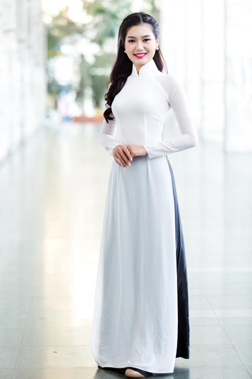 """Ngọc Hân chăm chút cho """"đàn em"""" Kiều Anh - 1"""