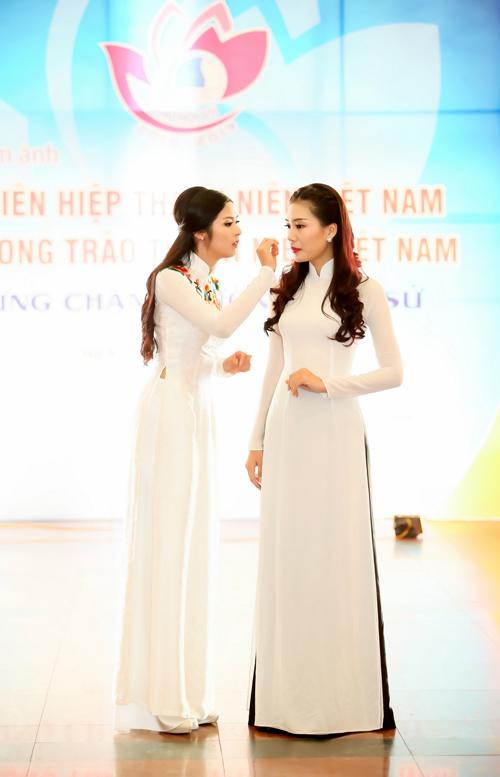 """Ngọc Hân chăm chút cho """"đàn em"""" Kiều Anh - 6"""