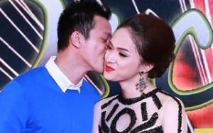 Hương Giang Idol bẽn lẽn khi bạn trai hôn