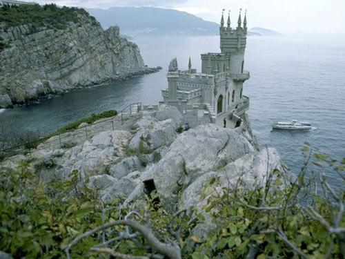 Khám phá những lâu đài cổ kính nhất châu Âu - 1