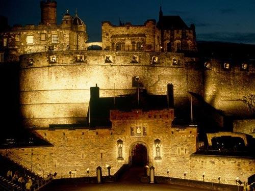 Khám phá những lâu đài cổ kính nhất châu Âu - 10