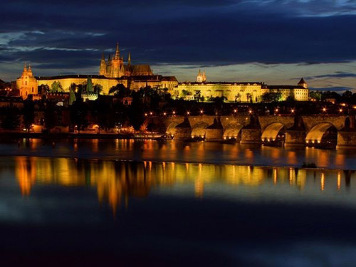 Khám phá những lâu đài cổ kính nhất châu Âu - 2