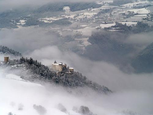 Khám phá những lâu đài cổ kính nhất châu Âu - 7