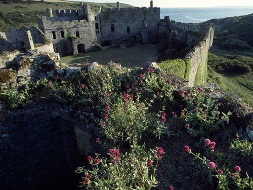 Khám phá những lâu đài cổ kính nhất châu Âu - 9