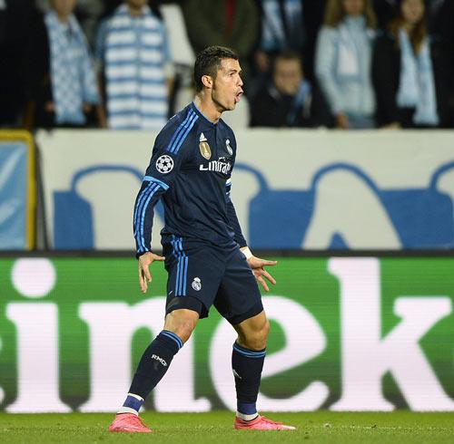Chùm ảnh: Ronaldo hân hoan trong ngày đi vào lịch sử - 3