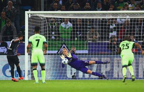 HLV Pellegrini thừa nhận Man City thắng may mắn - 2