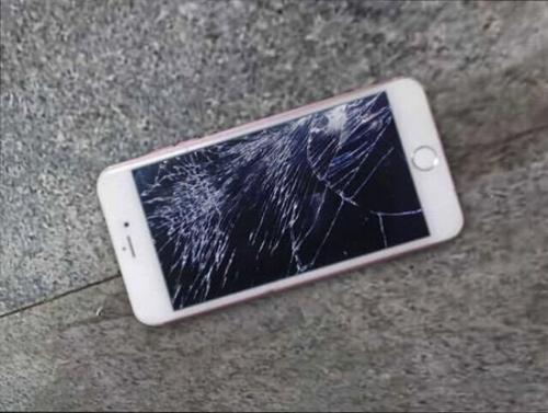 Cô gái đập nát iPhone 6S chỉ vì giận bạn trai - 2