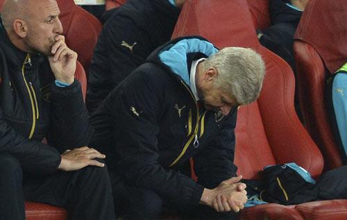Wenger mắng học trò dữ dội chưa từng có trên sân tập - 1