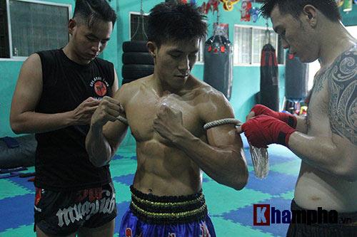 Võ sỹ Duy Nhất tung chiêu Muay Thái cực đỉnh - 1