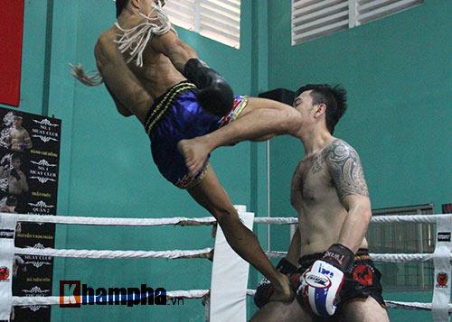 Võ sỹ Duy Nhất tung chiêu Muay Thái cực đỉnh - 11