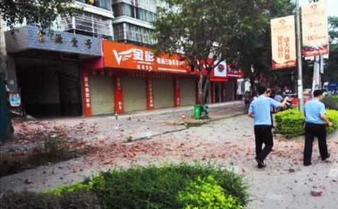 Bom lại nổ rung chuyển Trung Quốc - 2