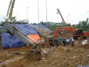 Tin tức trong ngày - Hiện trường vụ vỡ đường ống nước sông Đà