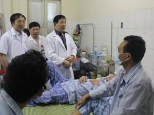 Sốt xuất huyết lên đỉnh dịch, bệnh nhân cam kết nằm ghép