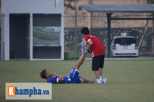 """""""Ronaldo Việt Nam"""" vẫn chưa thể tập luyện trở lại - 1"""
