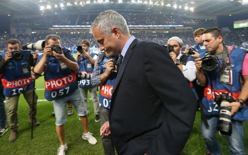 Chẳng lẽ Mourinho nên học hỏi Van Gaal? - 2