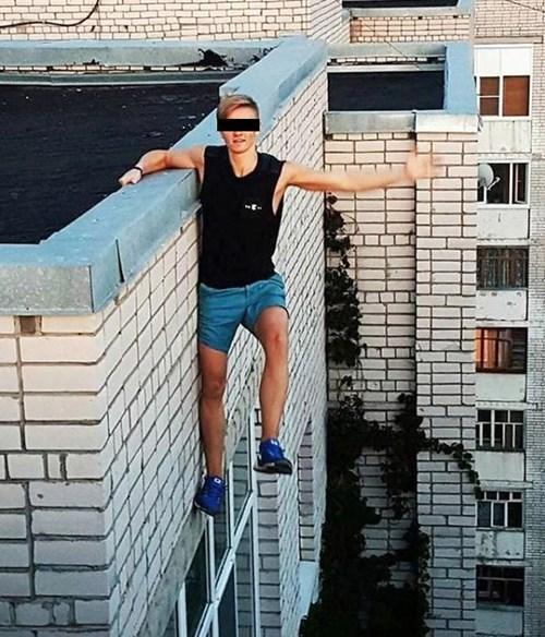 """Nam sinh chết thảm vì """"tự sướng"""" trên mái nhà 9 tầng - 3"""