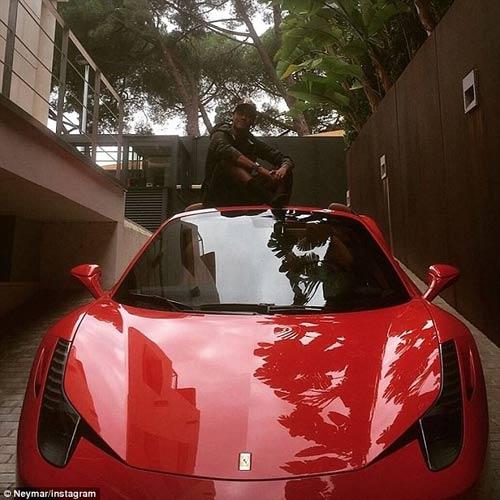 SAO 360 độ 2/10: Neymar khoe siêu xe, nói cảm ơn Chúa - 1
