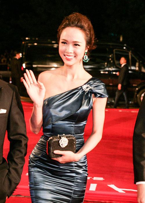Vũ Ngọc Anh khoe sắc bên dàn mỹ nhân Hàn tại LHP Busan - 4