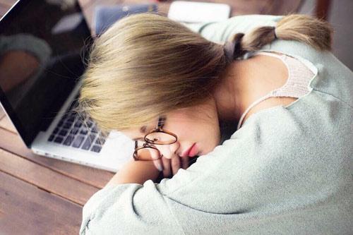 """""""Hotgirl ngủ gục xinh như Tây Thi"""" nói được 5 thứ tiếng - 1"""
