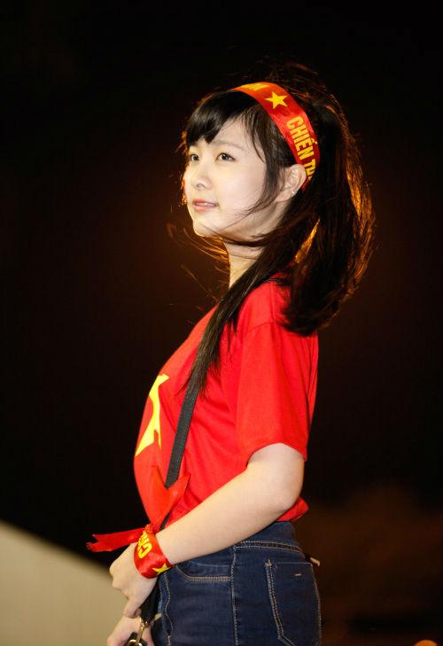"""Arsenal - MU: Tú Linh, """"crying girl"""" hâm nóng đại chiến - 1"""