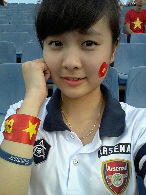 """Arsenal - MU: Tú Linh, """"crying girl"""" hâm nóng đại chiến - 2"""