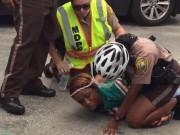 Thể thao - Vợ SAO rugby bị tóm vì đánh cảnh sát để vào sân