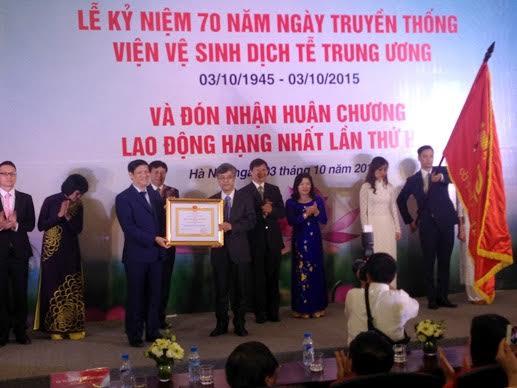 Viện Vệ sinh dịch tễ T.Ư nhận Huân chương Lao Động hạng Nhất - 1