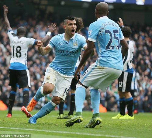 """Man City – Newcastle: """"Đánh tennis"""" nhờ """"siêu nhân"""" - 1"""