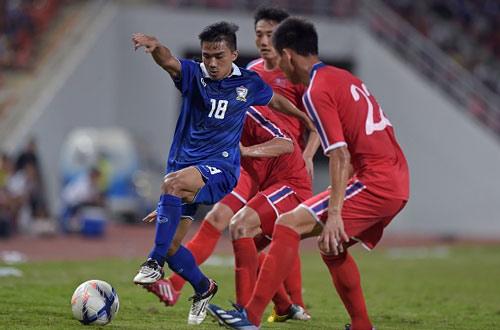 HLV Kiatisak đau đầu trước trận gặp ĐT Việt Nam - 1