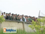 Bóng đá - CĐV vượt gần 40 km, trèo rào chỉ để xem ĐTVN đá tập