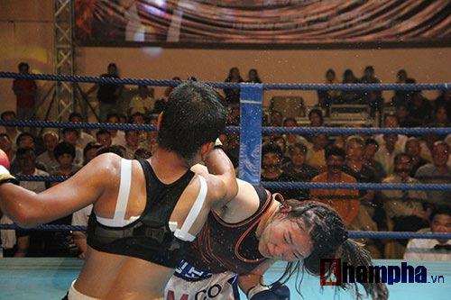 Boxing: Lừu Thị Duyên tung seri đòn hạ võ sĩ Hàn Quốc - 1