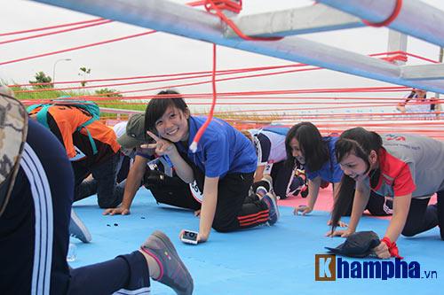 Sinh viên thích thú với đường chạy vượt chướng ngại vật - 10