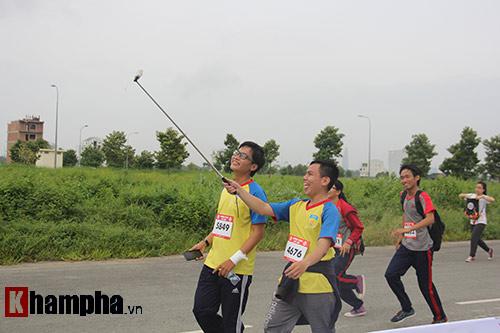 Sinh viên thích thú với đường chạy vượt chướng ngại vật - 11