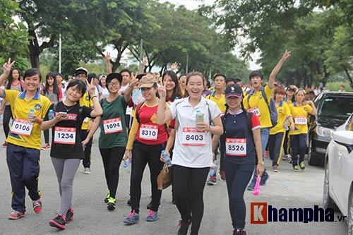 Sinh viên thích thú với đường chạy vượt chướng ngại vật - 13