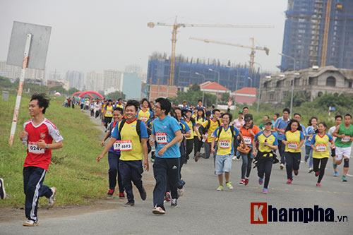 Sinh viên thích thú với đường chạy vượt chướng ngại vật - 2