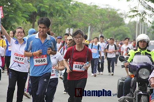 Sinh viên thích thú với đường chạy vượt chướng ngại vật - 7