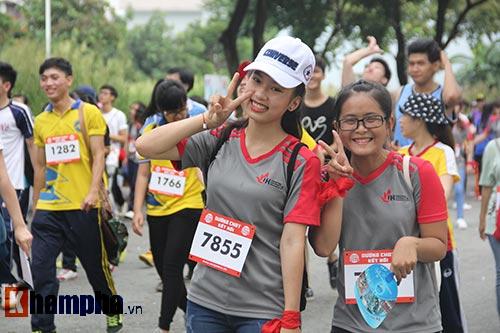 Sinh viên thích thú với đường chạy vượt chướng ngại vật - 9
